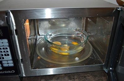 How to Clean a Microwave With a Lemon