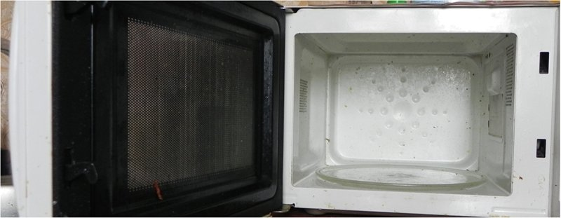 How to clean a microwave with a sponge